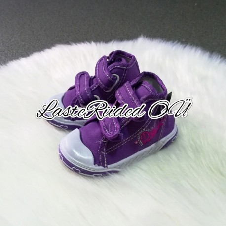 Girl's tennis shoes